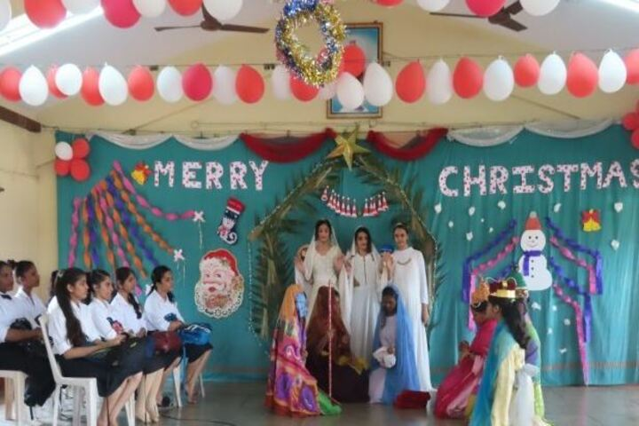 Ladyhill Victoria Composite Pre-Univeristy College-Christmas