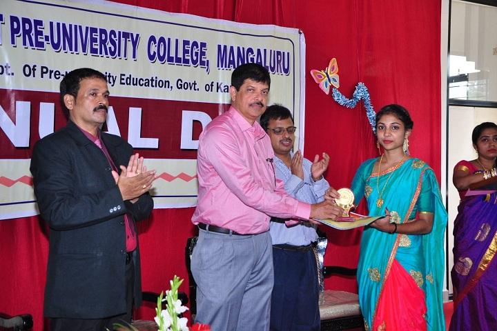 Brilliant Pre University College-Prize