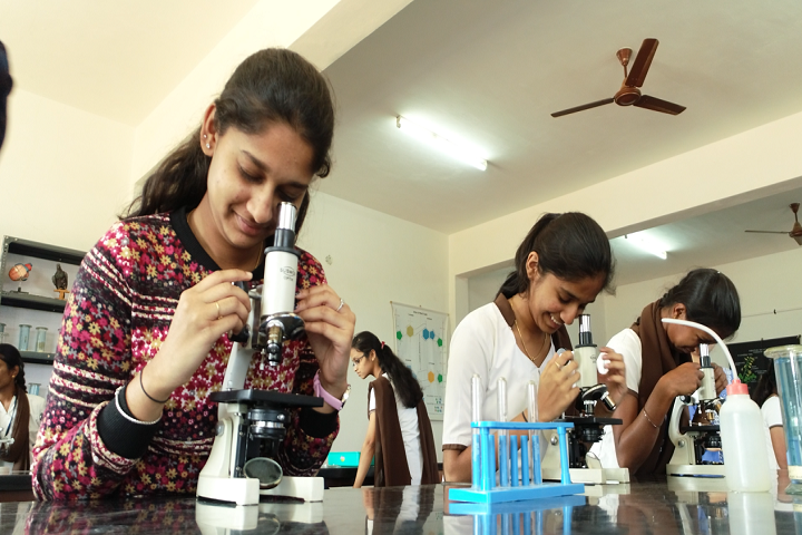 Vidyaniketan Independent Pre University College-Biology Laboratory
