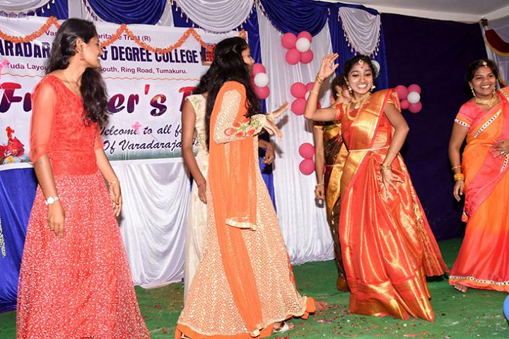 Varadaraja Pre University College-Dance