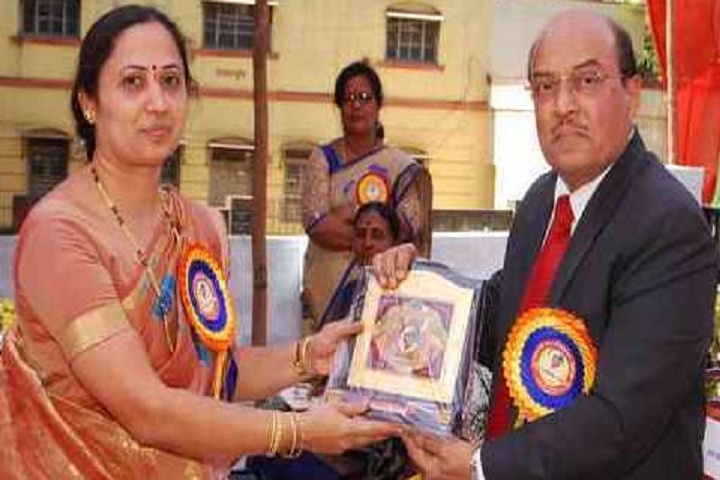 Vanita Women Arts and Commerce PU College-Prize