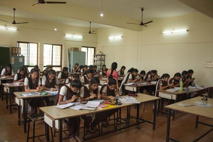 Vivekananda Pre University College-Biology Laboratory