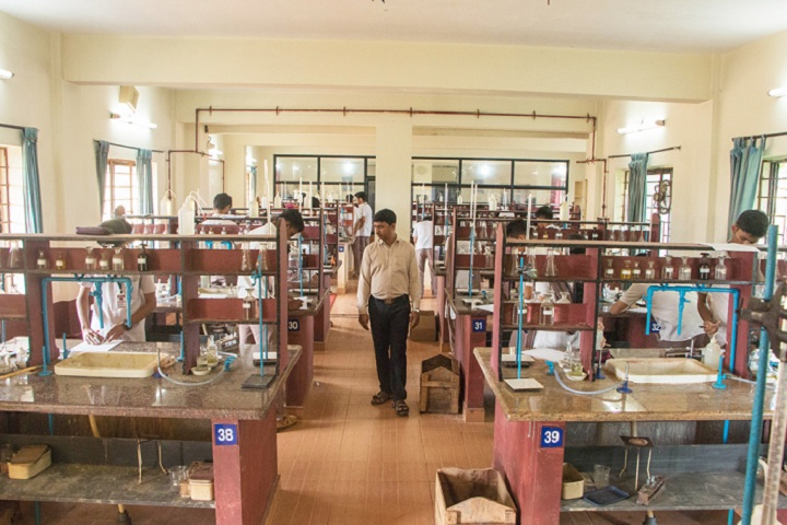 Vivekananda Pre University College-Chemistry Laboratory