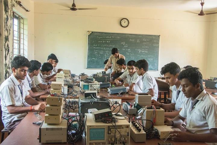Vivekananda Pre University College-Laboratory