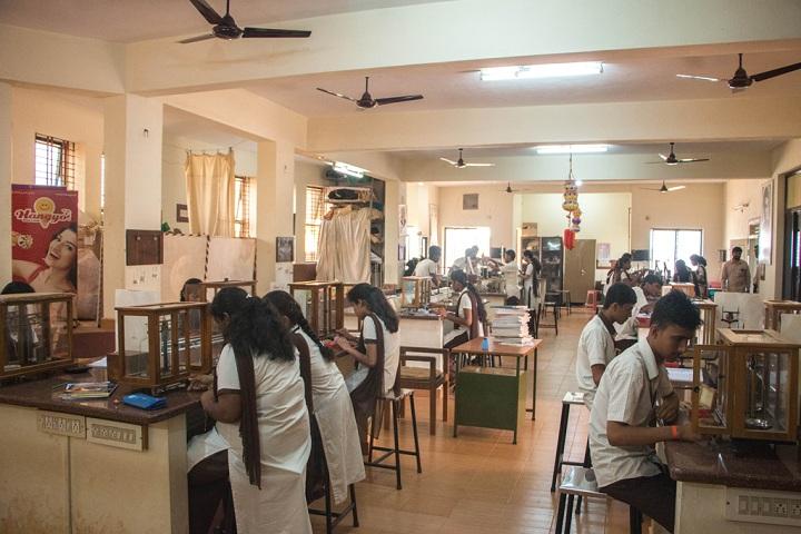 Vivekananda Pre University College-Physics Laboratory