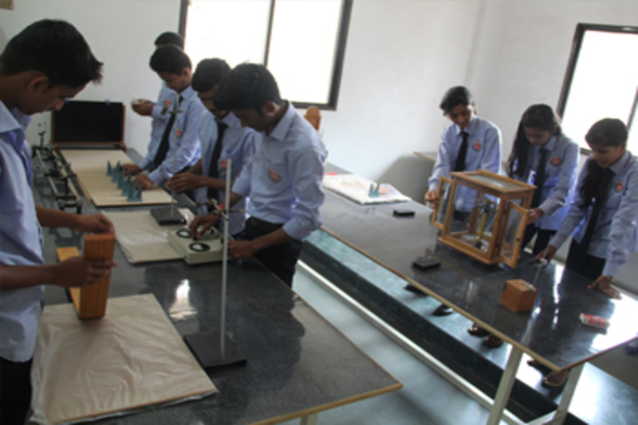 Karmveer College of Science and Commerce-Physics Lab