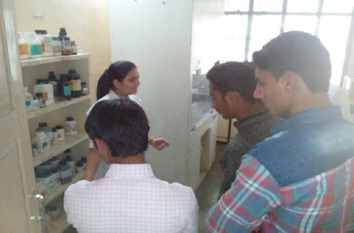 Kohinoor Arts Commerce and Science College-Chemistry Lab