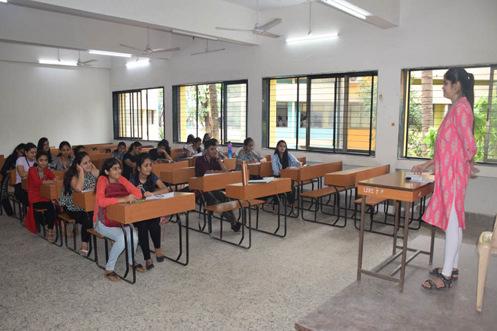 L S Raheja College Of Arts and Commerce-Classroom View