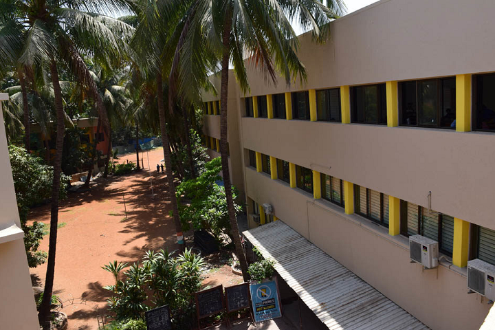 L S Raheja College Of Arts and Commerce-College Building