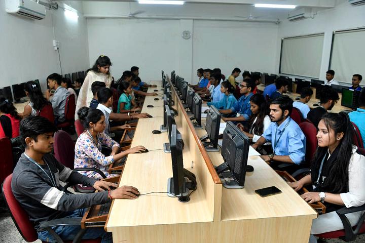 L S Raheja College Of Arts and Commerce-IT-Lab
