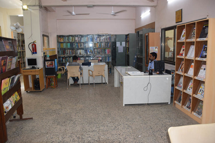 L S Raheja College Of Arts and Commerce-Library