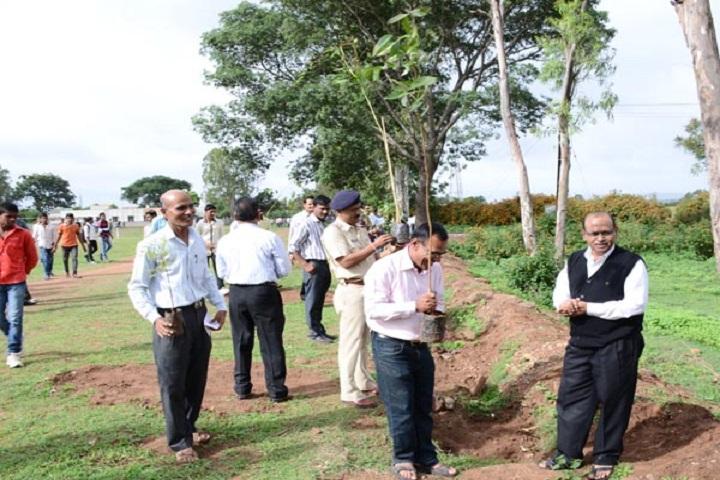 Shahaji Raje Mahavidyalaya-Tree Plantation1