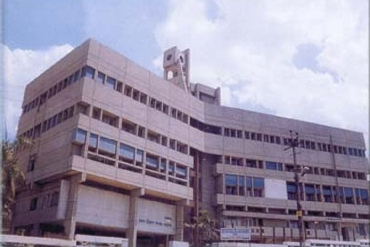 Dhananjayrao Gadgil College of Commerce-Campus View