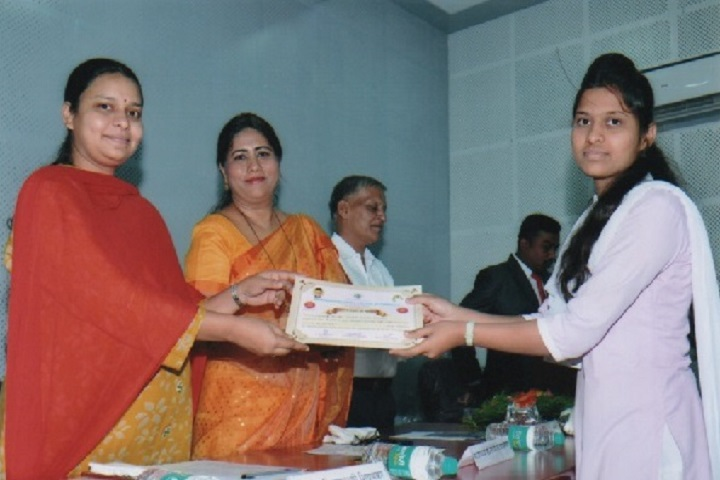 Dhananjayrao Gadgil College of Commerce-Prize Distribution