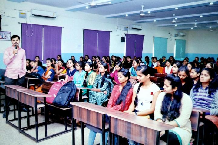 Smt Mathubai Garware Kanya Mahavidyalaya-Classroom