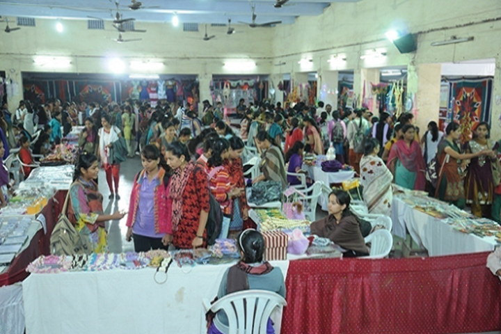 Dr Annasaheb G D Bendale Mahila Mahavidyalaya-Handicrafts Exhibition
