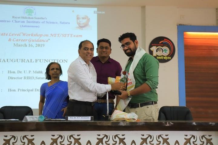 Yashavantrao Chavan Junior College-Prixze Distribution