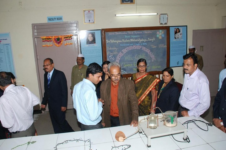 Dr Patangarao Kadam College-Lab