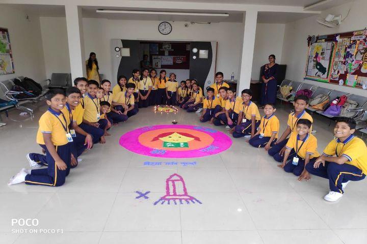 Creative Minds International School - art&craft