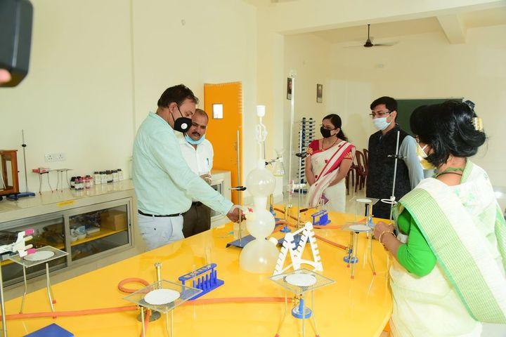 Creative Minds International School - chemistry lab