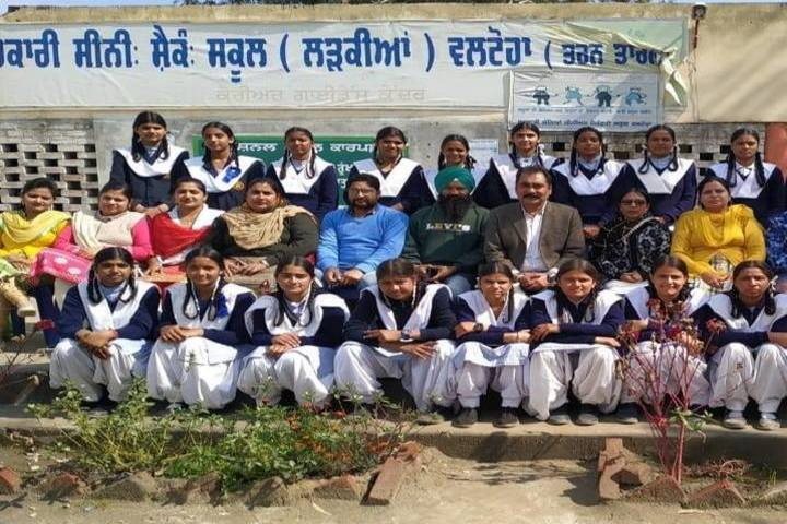Government Girls Senior Secondary School - Staffs with Students