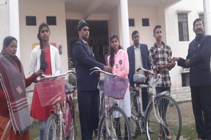 Dr Murari Lal Memorial Inter College-Distributing Prize