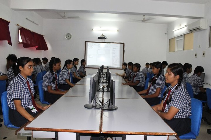 Yugantar Public School-Computer Lab