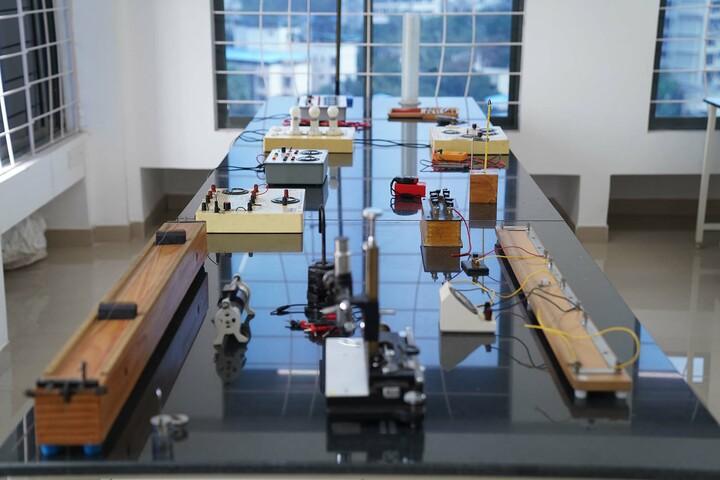 Bombay Presidency International School-Physics Lab