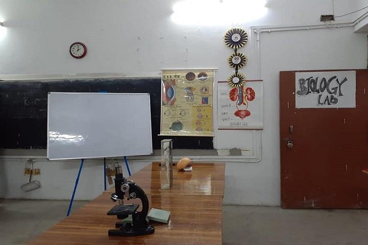 A M Oxford Public School-Lab