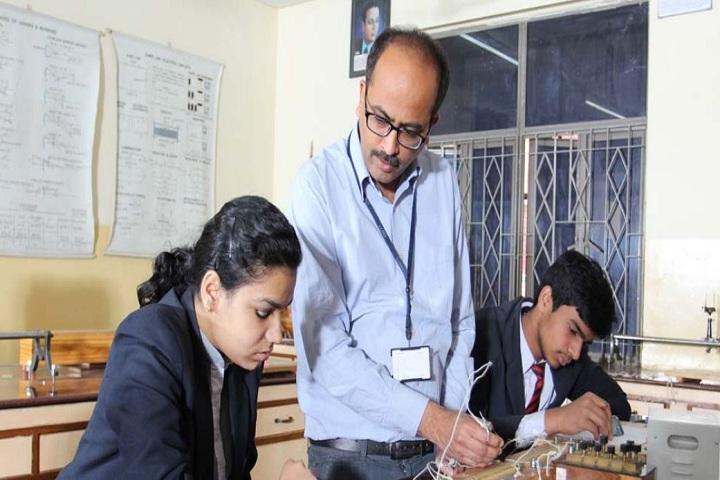 Amity International School-Physics Lab
