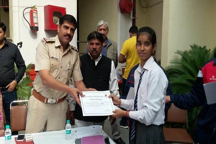 Arun Modern Public School-Certificate Distribution
