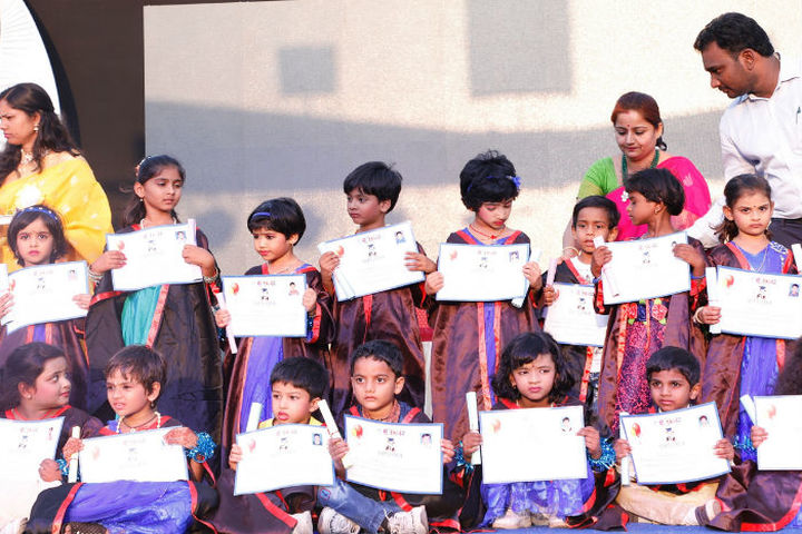 M P and M V  English Medium School-Felicitation