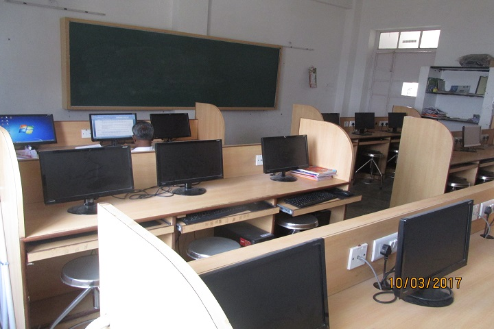 Marg Chinmaya Vidyalaya-Computer Lab