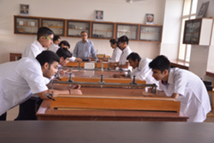 G D Goenka Public School- Physics Lab 1
