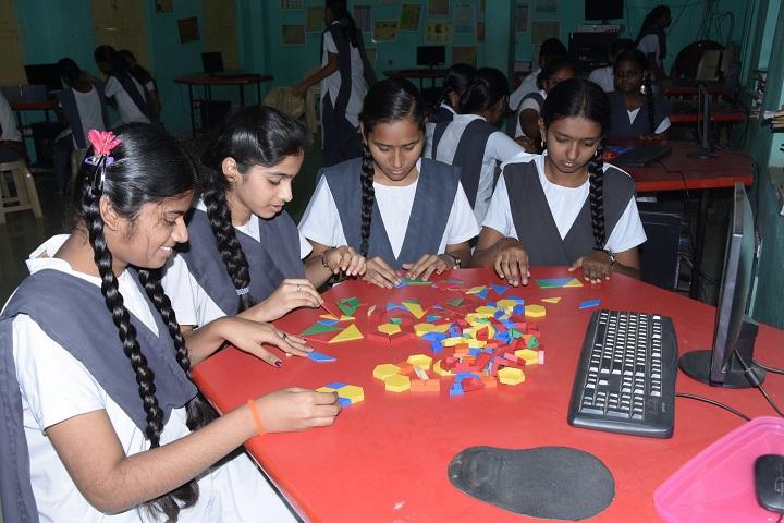 Montessori English Medium Primary School-Mathematics Lab