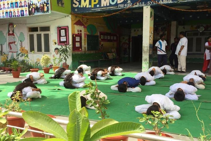 S M P Model High School-Yoga Day