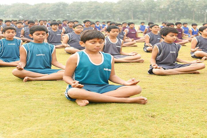 Shree Swaminarayan Gurukul International School-Yoga