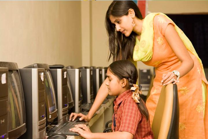 Sri Chaitanya School- IT Lab