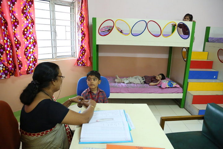 Kulachi Hansraj Model School-Medical-Room
