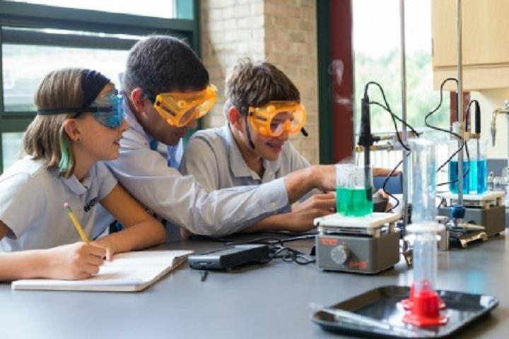 Nav Jeevan Adarsh Public School-Laboratory