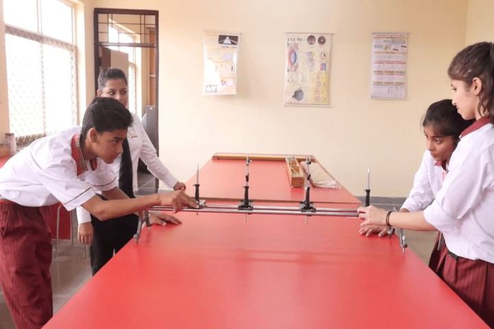 Queen Global International School-Physics Lab