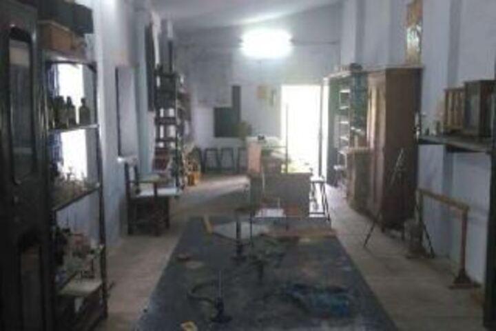 Vidya Mandir English Medium High School-Chemistry Lab