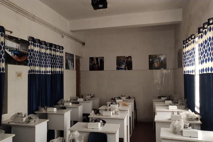 Rajindra Public School-Lab
