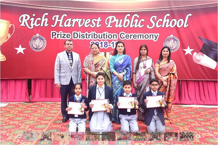 Rich Harvest Public School-Prize Distribution