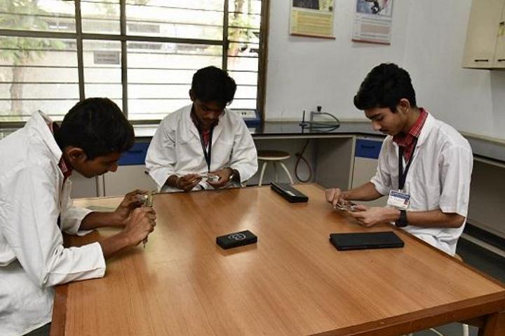 Adani Vidya Mandir-Physics Lab
