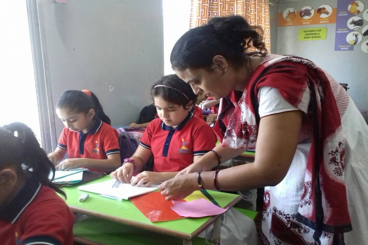Ambe Public School-Painting Class