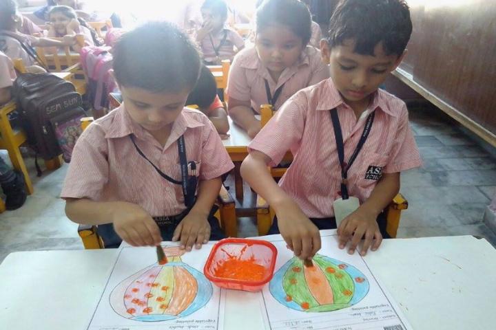 Asia English School-Painting class