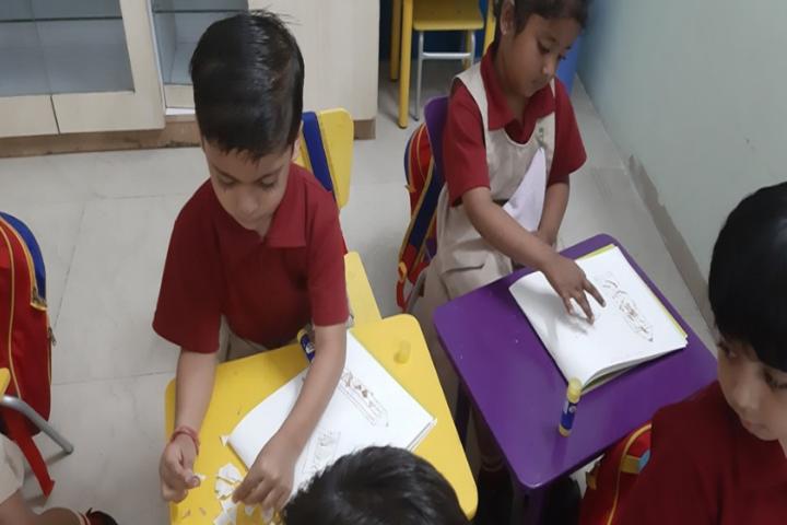 Delhi Public School-Drawing class