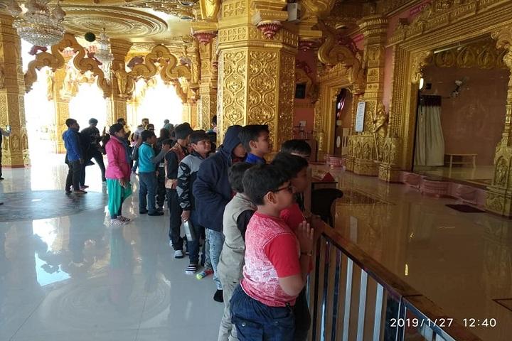 K G Dholakiya School-Temple Visit
