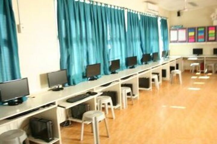 Navrachana International School-IT Lab